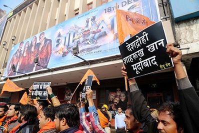 Protest-against-Dilwale-new2